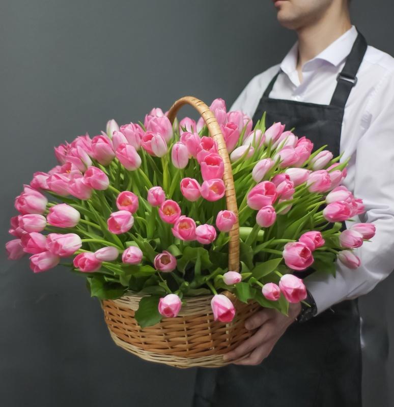 Шикарные букеты из живых тюльпанов фото