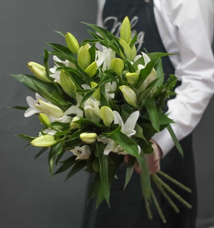 Букеты белых лилий - купить с бесплатной доставкой 24/7 по Москве